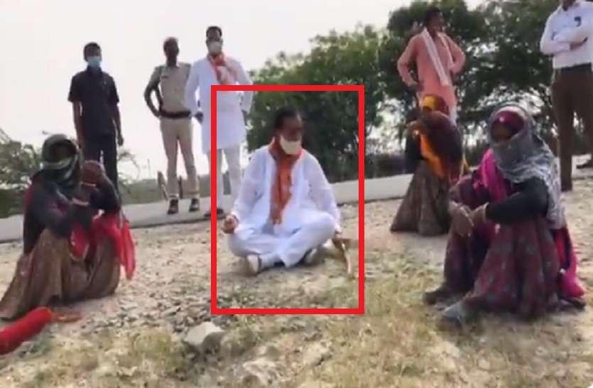 अब MP Sukhbir Singh Jaunapuria ने सड़क किनारे बैठ बकरी चरा रही महिलाओं से लिया आशीर्वाद, VIDEO VIRAL