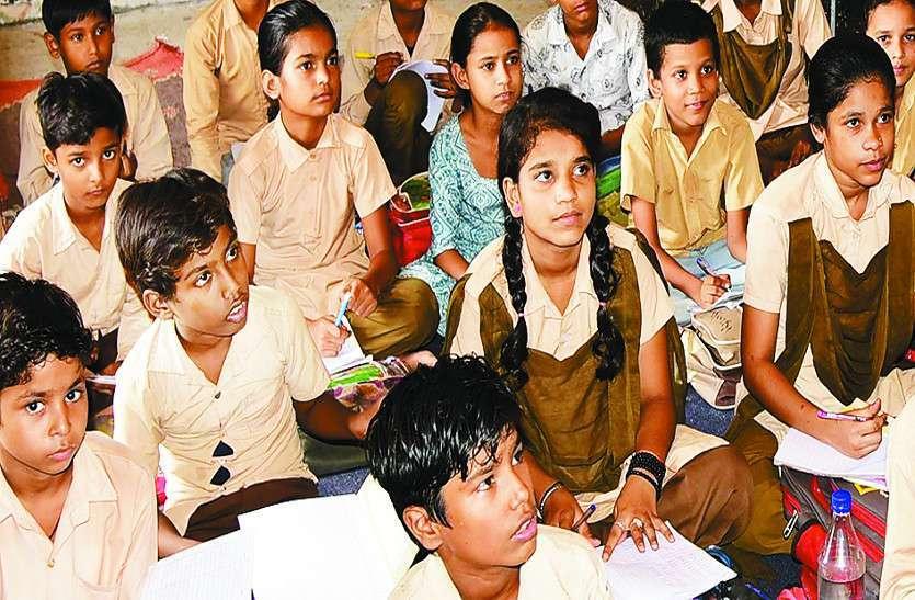 राजस्थान सरकारी स्कूलों का हाल: शिक्षकों ने अभी तक विद्यार्थियों को नहीं बांटी किताबें, प्राइवेट स्कूल ऑनलाइन परीक्षाएं कराने जा रहे