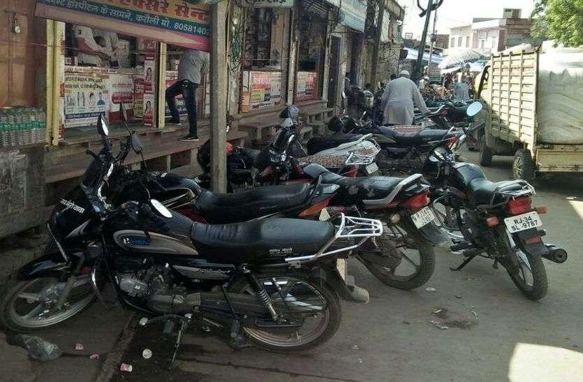 राजस्थान के इस जिला मुख्यालय पर सड़कों पर मोटरसाइकिलों का जमावड़ा बनता है राह में बाधा