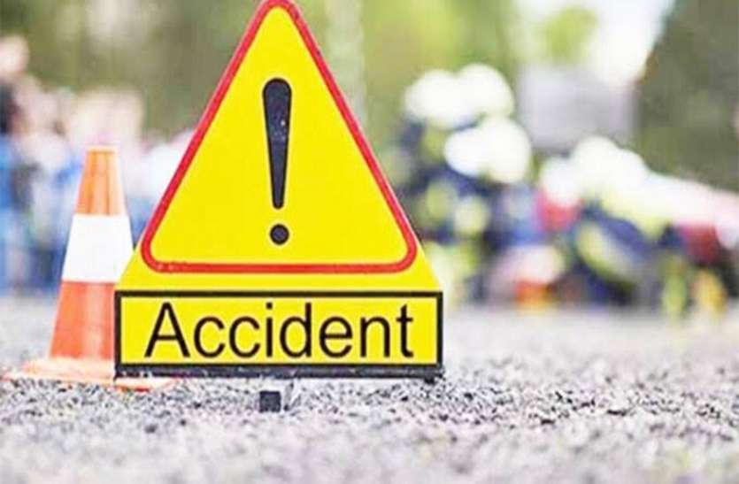 स्कूटी में पेट्रोल भरवाने निकली चचेरी बहनों को मालवाहक ने मारा ठोकर, एक की मौके पर मौत, दूसरी गंभीर रूप से घायल