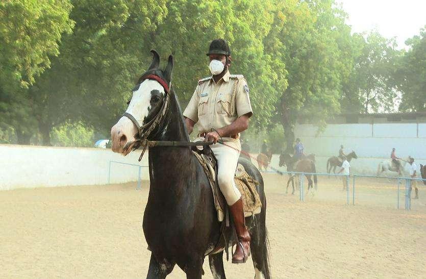 Gujarat government: बारोट के इशारों पर करतब दिखाते हैं अश्व
