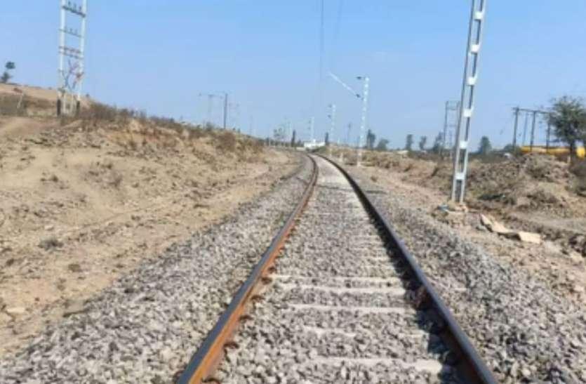 खुशखबरीः सनावद तक रेलवे ट्रैक का निर्माण कार्य पूरा, मेमू ट्रेन शुरू होने की उम्मीद को लगे पंख