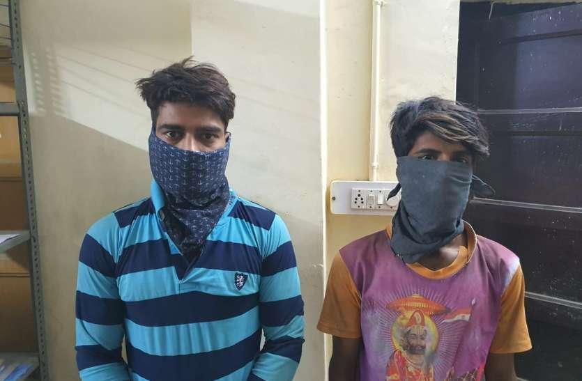 दुकान से बैटरियां चुराने के आरोपी दो भाई गिरफ्तार