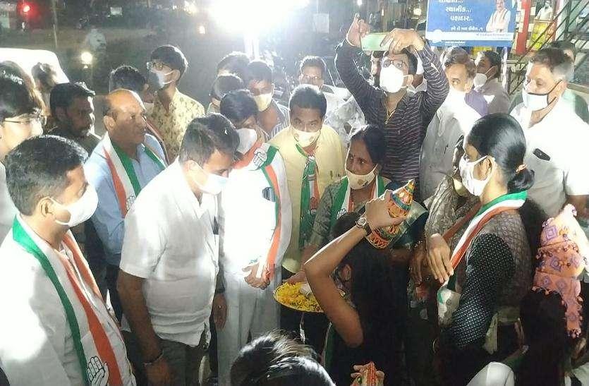 गुजरात विधानसभा उपचुनाव में कांग्रेसी नेता झोंक रहे हैं ताकत