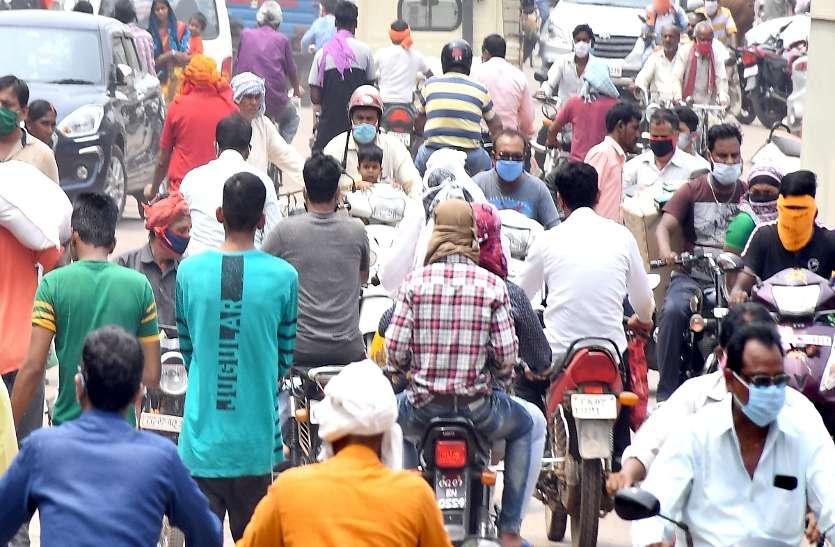 बाँके बिहारी मंदिर पर क्या भीड़ के दवाब को रोक पायेगा प्रशासन