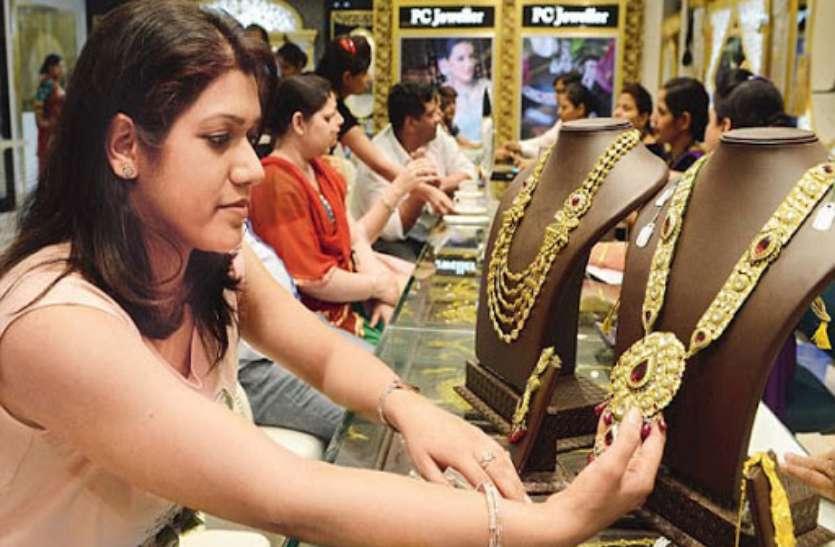नवरात्रि और दशहरे पर शो-रूम में भरपूर स्टॉक, कैशलेस ट्रांसजेक्शन में तीन गुना वृद्धि