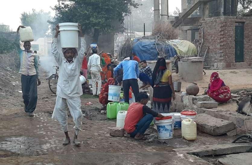 एक ऐसा गांव जहां डेढ़ साल से 1000 से अधिक आबादी में नहीं हो रही जलापूर्ति