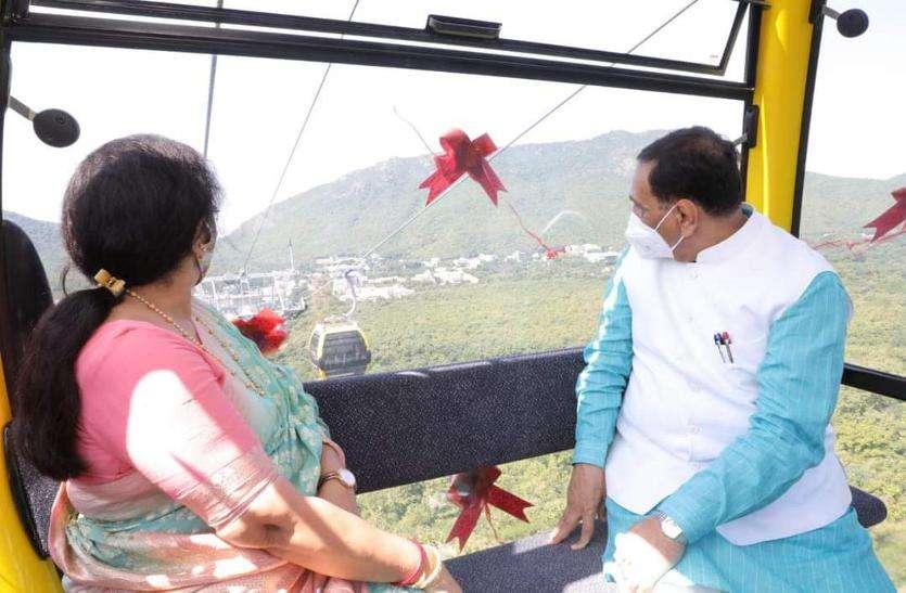 रोप-वे से गिरनार शिखर पर मां अंबाजी के मंदिर पहुंचे मुख्यमंत्री