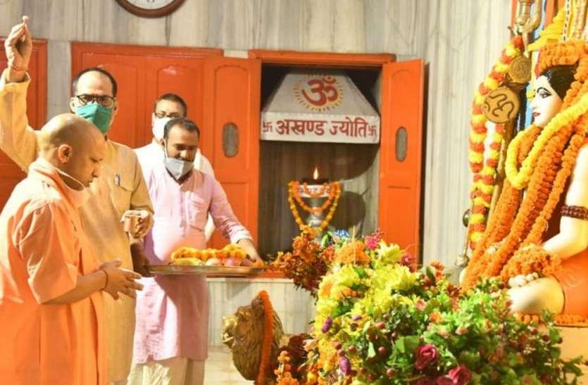 UP Top News : प्रदेश भर में आज हो रही है महागौरी की पूजा, कल से भक्तों के लिए खुलेगा श्रीबांकेबिहारी मंदिर