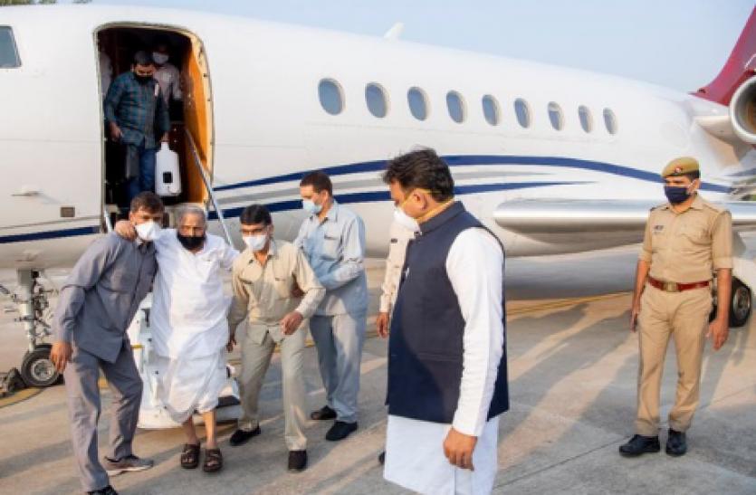 सपा नेता Akhilesh Yadav ने ट्विट कर बताया, नेताजी अस्पताल से स्वस्थ होकर घर लौटे