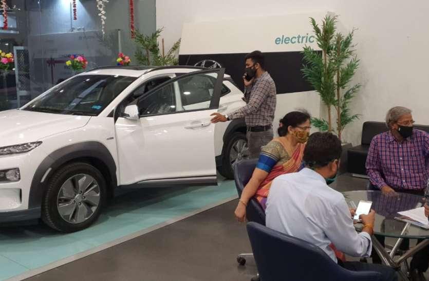NEW CAR--लुभा रही इलेक्ट्रिक कार ''कोना'