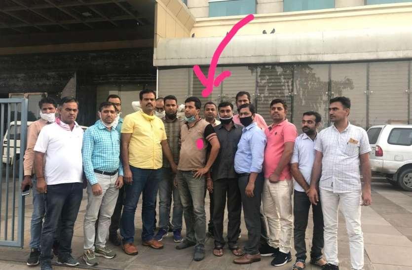 थानाधिकारी के लिए दस लाख रुपए रिश्वत लेते कांस्टेबल गिरफ्तार