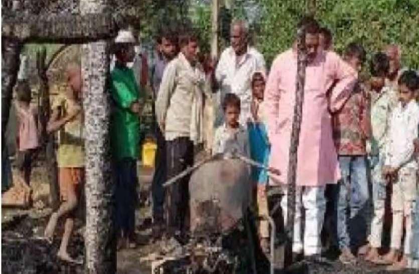 चिराग से लगी आग में आठ साल के मासूम की जलकर मौत, तीन की हालत गंभीर