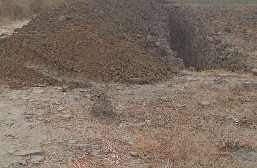 निर्माण के नाम पर हो रहा भ्रष्टाचार, ग्रामीणों ने की शिकायत