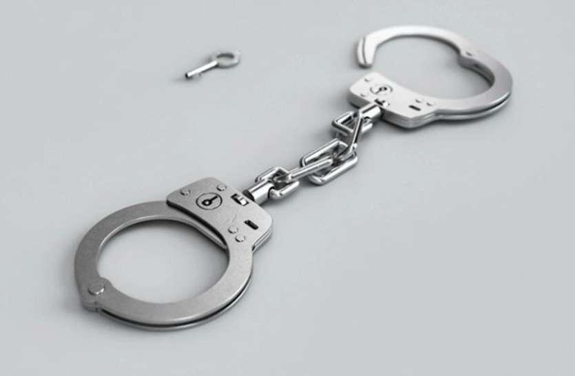 दो सिपाही समेत नौ जुआरी गिरफ्तार