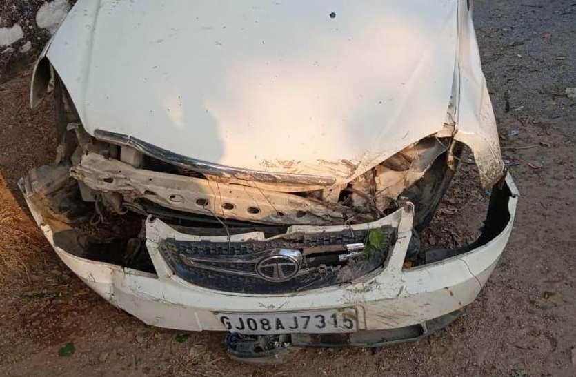 हाइवे पर हादसा देख रहे युवक के वाहन की चपेट में आने से मौत