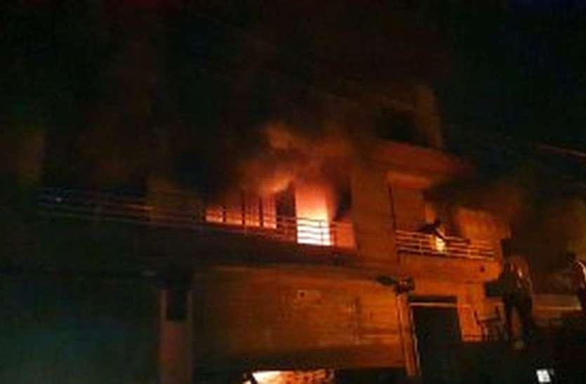 केकड़ी के खाद-बीज गोदाम में उठी आग की लपटें, लाखों रुपए का नुकसान