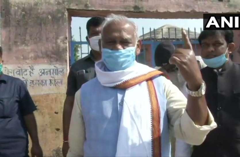 Bihar Election: पूर्व CM मांझी ने डाल वोट, कहा- 71 में 50 से ज्यादा सीटें जीतेगी NDA