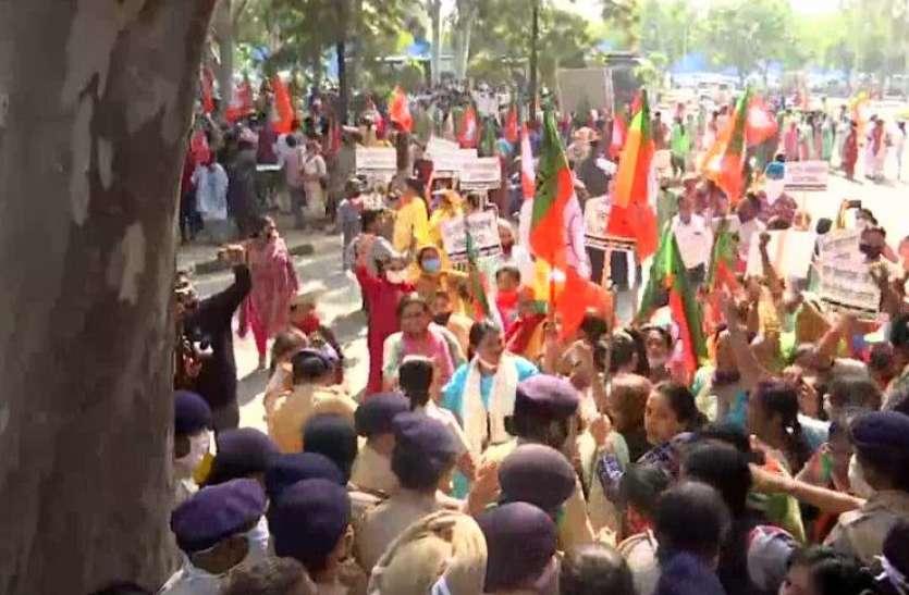 Punjab: टांडा की घटना को लेकर BJP महिला कार्यकर्ताओं ने घेरा सीएम आवास, 100 वर्कर को पुलिस ने किया गिरफ्तार