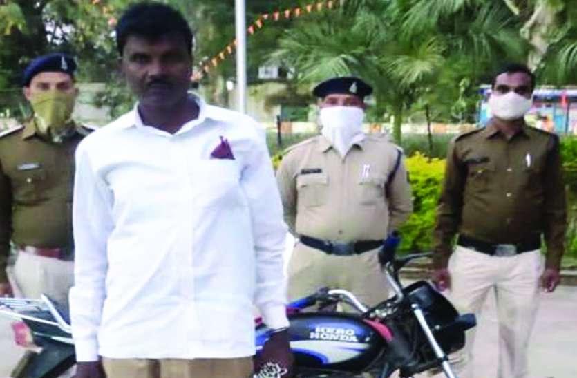 मकान मालिक के घर से 3 लाख रुपए व बाइक चोरी कर हो गया था फरार, 2 साल बाद झारखंड से गिरफ्तार