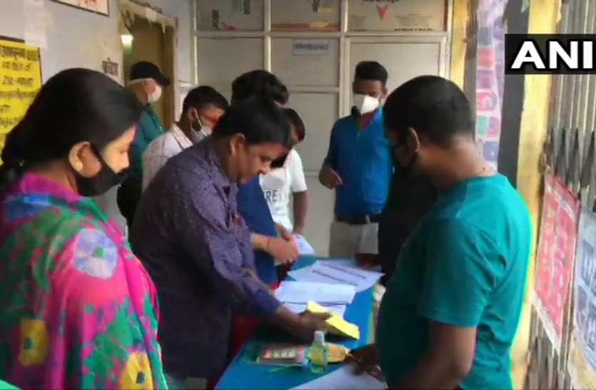 Bihar Election: बिहार में 71 विधानसभा सीटों पर वोटिंग शुरू, 1,066 उम्मीदवारों की किस्मत EVM में होगी कैद