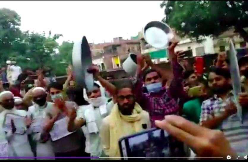 बुनकरों की हड़ताल, वाराणसी में छतों व दरवाजों पर खड़े होकर बुनकरों ने बजायी ताली-थाली और घंटा