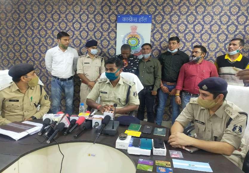 छत्तीसगढ़ पुलिस ने 2 फर्जी पासपोर्ट के साथ दिल्ली से नाइजीरियन युवक को किया गिरफ्तार, शादी का झांसा देकर युवती से ठगे थे 24 लाख