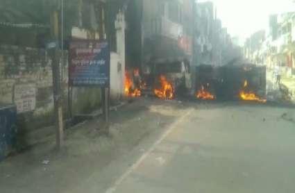 मुंगेर में फिर बवालः गोलीकांड पर गुस्साई भीड़ ने फूंका थाना, EC ने तत्काल हटाए DM और SP