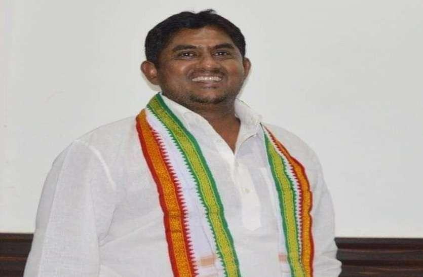 कांग्रेस नेता की दबंगई से परेशान छग राजस्व निरीक्षक संघ ने की CM से शिकायत, कहा वसूली से हैं सभी कर्मचारी परेशान