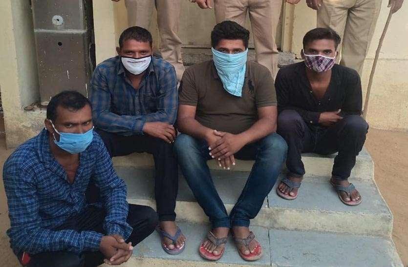 अवैध बजरी परिवहन के मामले में चार ट्रैक्टर मालिक गिरफ्तार