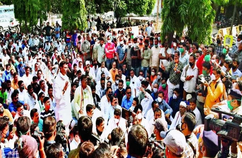 इंदौर में विधायक पटवारी, शुक्ला, पटेल और गुड्डू सहित 221 पर केस दर्ज