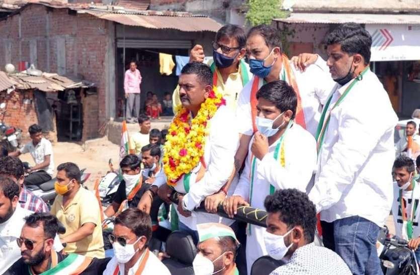 Ahmedabad News : रोड शो में कांग्रेस नेता जीप से नीचे गिरे, तीन घायल