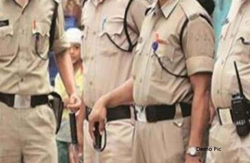 गुंडा, बदमाश व चाकूबाजी करने वालों के खिलाफ पुलिस की चली रात भर कार्रवाई, समझाइश के बाद छोड़ा