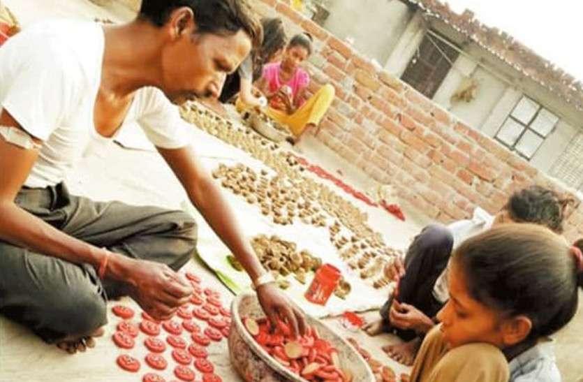 सोशल कनेक्ट: रोशन करने में जुटा केशवपुरा गांव, पूरा गांव बना रहा गोमय दीपक और बांदरवाल