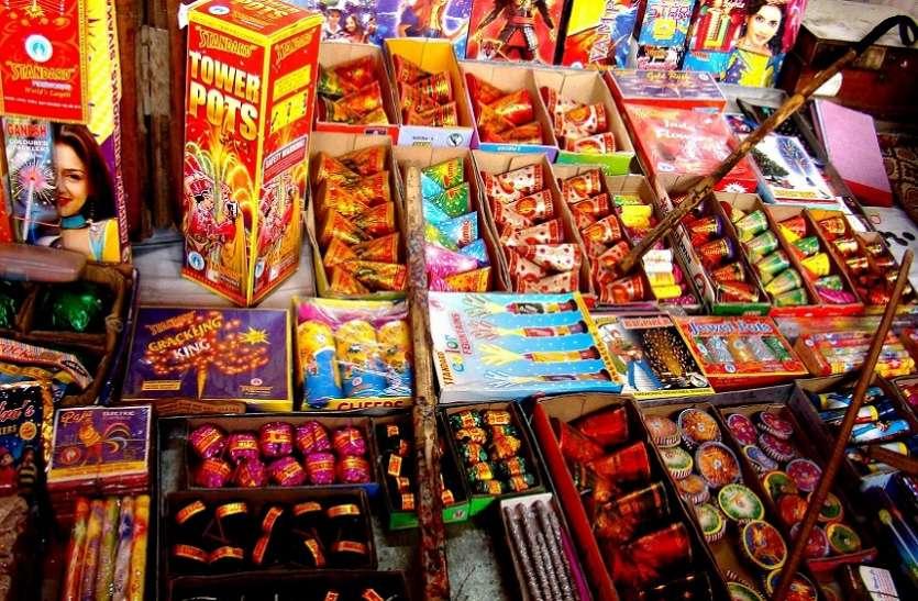 एनजीटी के नियमों की उड़ रही धज्जियां, ग्रीन का रैपर लगाकर बेच रहे प्रदूषण वाले पटाखे