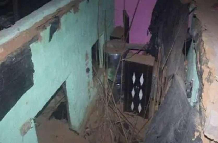 संभल: नई दुल्हन का जोरदार स्वागत कर सोए थे लोग, रात में छत गिरने से तीन की मौत, 10 घायल