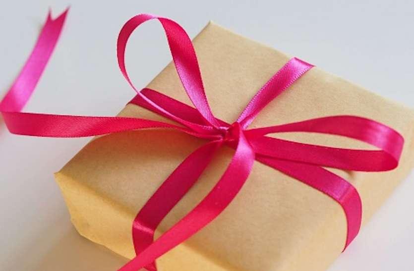 दिवाली पर मिलने वाले उपहार का रखें हिसाब, ज्यादा महंगे गिफ्ट पर आ सकता है इनकम टैक्स विभाग का नोटिस