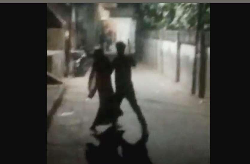 छेडखानी का विरोध करने पर भाजपा की महिला सभासद को तलवार लेकर दौड़ाया