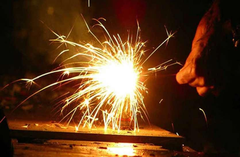 प्रदूषण को देखते हुए इस बार पटाखों पर लग सकता है प्रतिबंध, एनजीटी ने यूपी समेत चार राज्यों को भेजा नोटिस