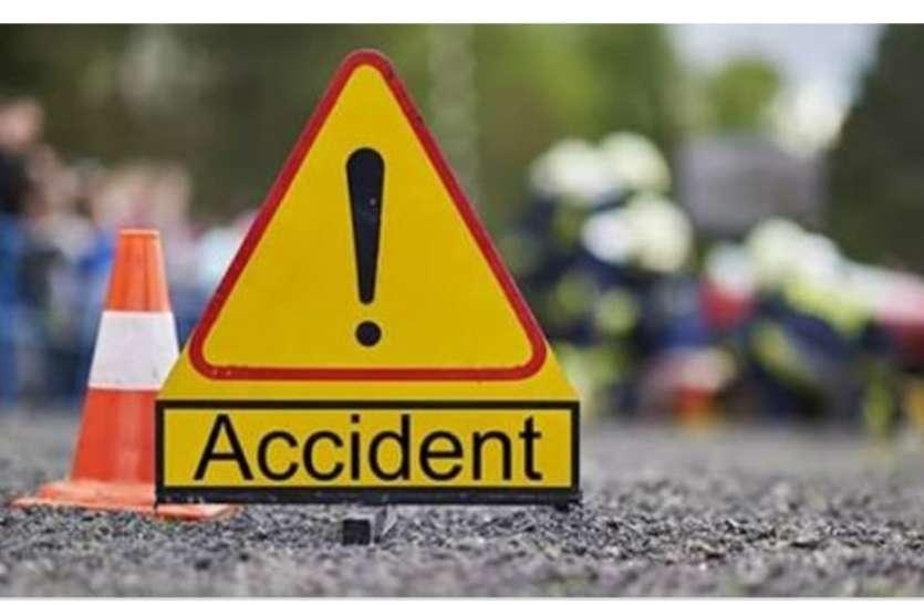 दर्दनाक: खड़े कैंटर से भिड़ी तेज रफ्तार सेंट्रो कार, महिला सहित दो की मौत