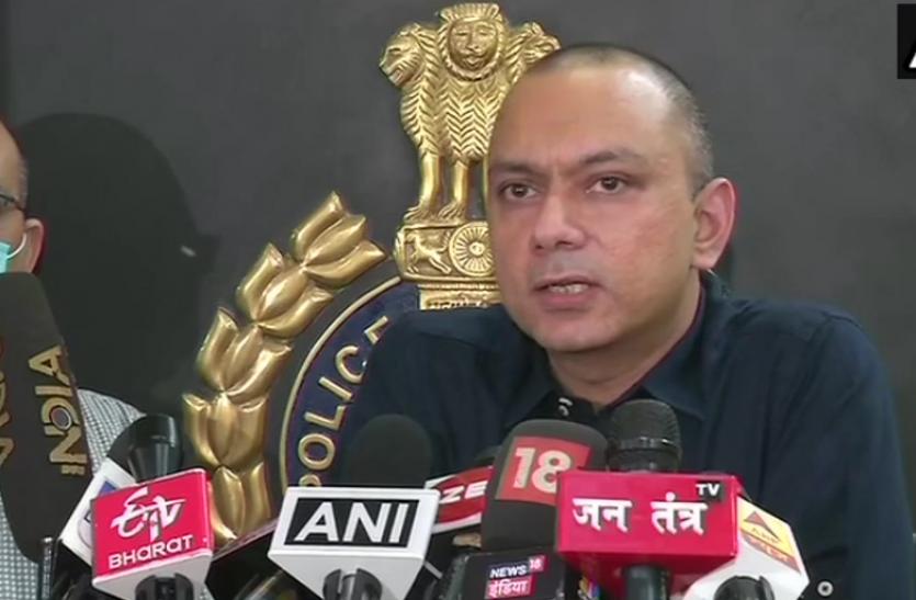 Delhi Police ने किया बड़े साइबर फ्रॉड गिरोह का पर्दाफाश, 5 गिरफ्तार