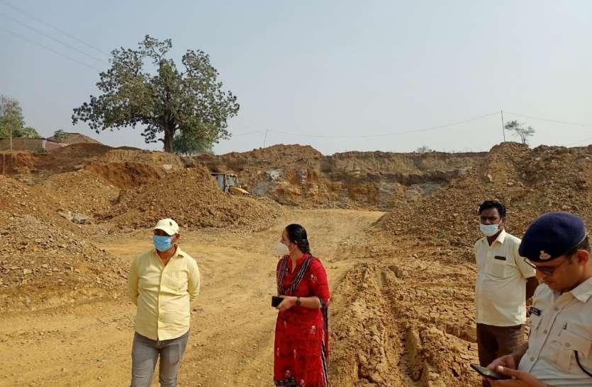 गुवारणी गांव में100 बीघा जमीन पर कब्जे का मामला बीडीओ ने 11 अतिक्रमियों को थमाए नोटिस