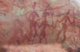 अमझीरा में मिले 10 हजार साल पुराने पाषाण युग के शैलचित्र
