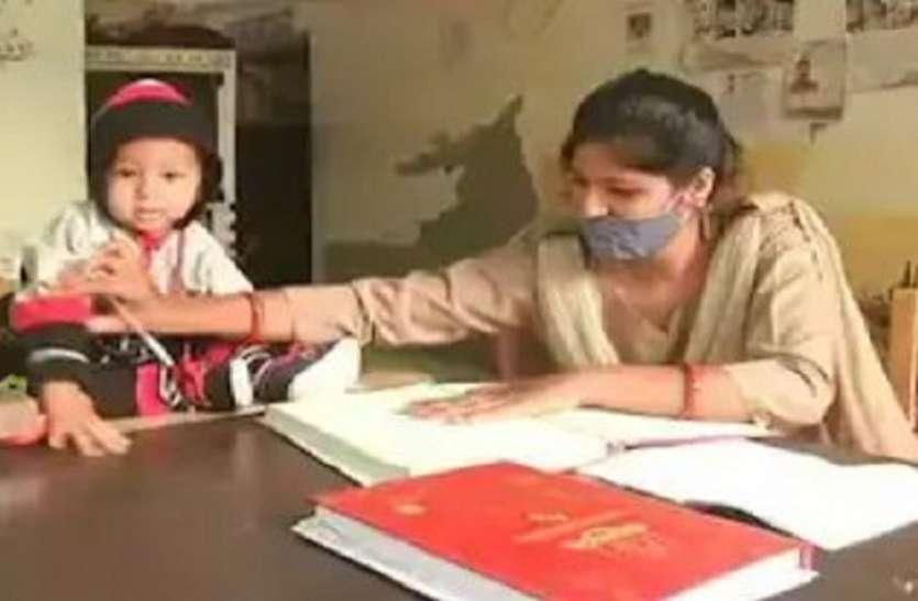 दस माह के बच्चे को गोद में लेकर ड्यूटी कर रही आगरा की पूनम पति कर रहे सीमा पर देश की रक्षा
