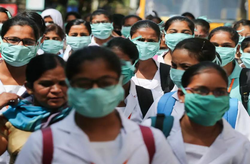 Corona और Pollution की डबल मार झेल रहे दिल्लीवासी, नवंबर में 400 लोगों की मौत