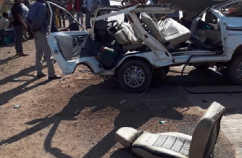 मध्य प्रदेश : सतना में कार-डंपर ट्रक की टक्कर, 7 की मौत, 5 घायल