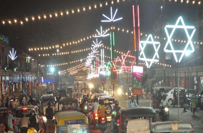 दीपोत्सव का उल्लास, जगमग हुए बाजार