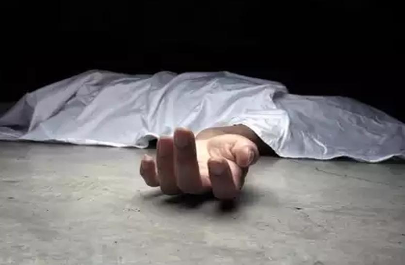 चालक को नींद आने से अनियंत्रित हुई आयशरकैंटर,बस में घुसी दो की मौत