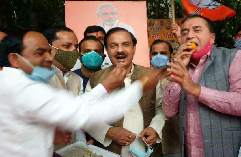 बिहार में भाजपा की जीत पर पूर्व केंद्रीय मंत्री ने नोएडा में मनाया जश्न, बताई जीत की वजह