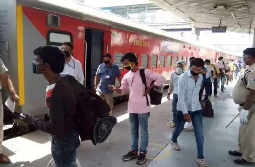 दिवाली और छठ पूजा पर रेलवे ने चलाईं ये 13 स्पेशल ट्रेनें, आज से कराएं रिजर्वेशन, देखें रूट और टाइम टेबल